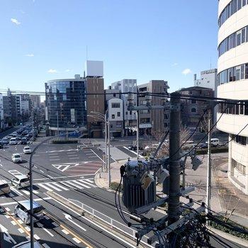 覚王山の街中に位置するマンション