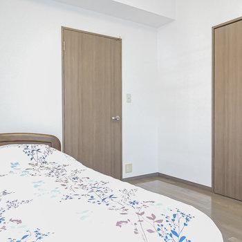 クローゼットがあるのでベッドを置いて寝室にするのがオススメ。(※家具はサンプルです)