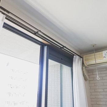 車の排気ガスが気になる方は室内物干しを使うこともできますよ。