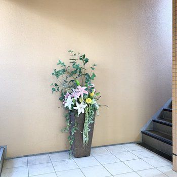 エントランスにはお花が飾られていました。