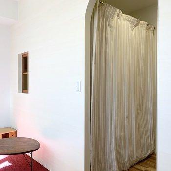 ベッドルームはカーテンで仕切ることもできます。