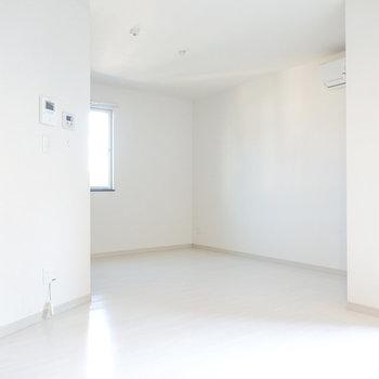 洋室はカクカクした「カド」のある間取り。自分独自の家具配置を楽しめそう。