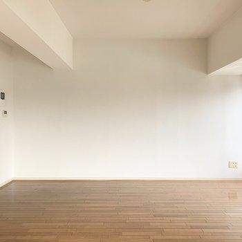 一面しっかり壁もあるので家具の配置も安心ですね。(※写真は8階の同間取り別部屋のものです)