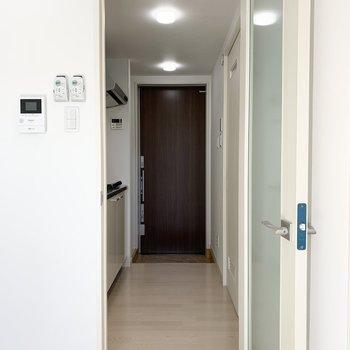 洋室のドアの外、ロフトの下部分を見ていきましょう。(※写真は1階の反転間取り別部屋のものです)