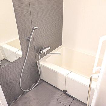 ゆったりサイズのお風呂で一日の疲れを癒やしましょう。追い焚き付きだから長風呂もできますよ。