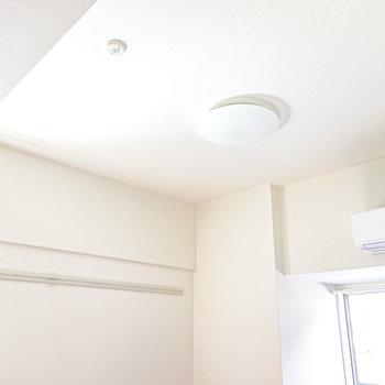 天井が少し高めなので、実際の広さ以上に開放感があります。