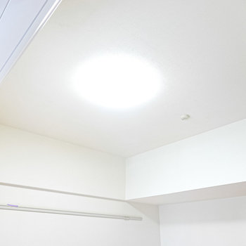 天井が少し高めなので、実際の広さ以上に開放感があります。(※写真は2階の同間取り別部屋のものです)