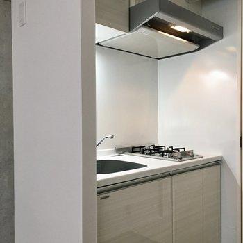 上にお皿、下に調理器具など使い分けができますね。※写真は前回募集時のものです