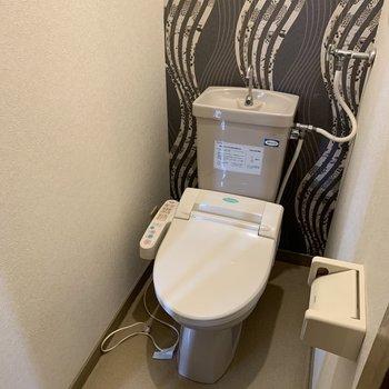 デザインクロスでおしゃれなおトイレ(※写真は清掃前のものです)