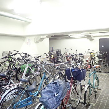 【共用部】ぎゅっと詰まった駐輪場。