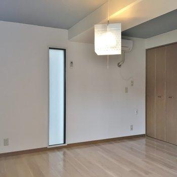 こちらが洋室スペース。※写真は同タイプの別部屋