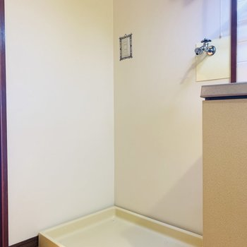 洗濯機置場はキッチンとお隣さん。