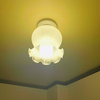 キッチンスペースの灯り。うん、カワイイ!
