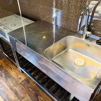 シンクも作業台も広めだし、憧れのIHコンロで早くお料理したい!