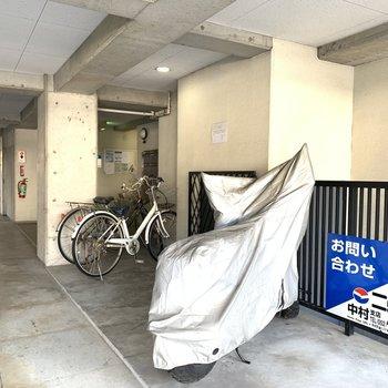 自転車置き場は雨に濡れるおそれもありません。