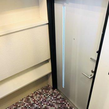 タイルな床が可愛い玄関。