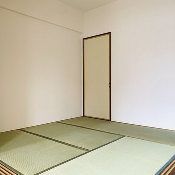 【和4.5】淡いグリーンの畳が和室ながらもさっぱりとした印象です。