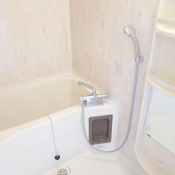 お風呂は高級感のあるパネル。ゆっくりと休めそう。