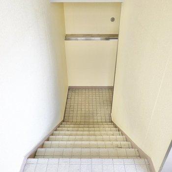 お部屋は3階でエレベーターはありません。