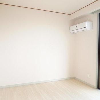 リビング横の洋室は約6.1帖。ツインベッドルームにもできる広さです。