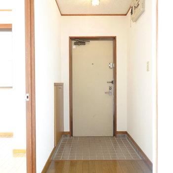 とっても広くてフラットな玄関。