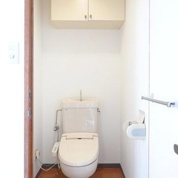 トイレも嬉しいウォシュレット付き。