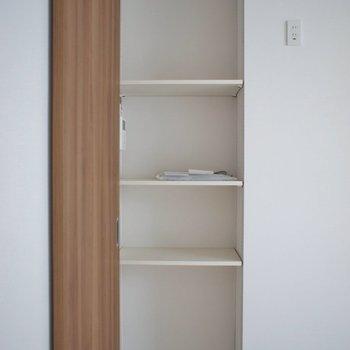 ちょっとした棚も嬉しい!。※写真は、2階の同タイプのもの