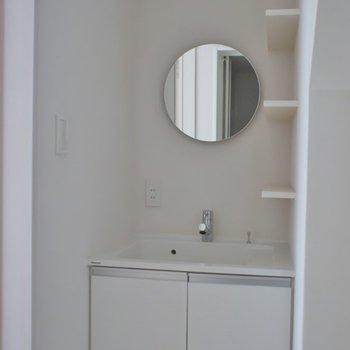 可愛らしい洗面♪。※写真は、2階の同タイプのもの