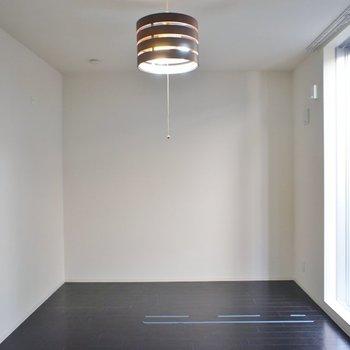 モダンな照明。※写真は、1階の同タイプのもの
