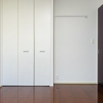 シンプルな色味で統一された空間なので、どんな家具にもマッチしそうです。