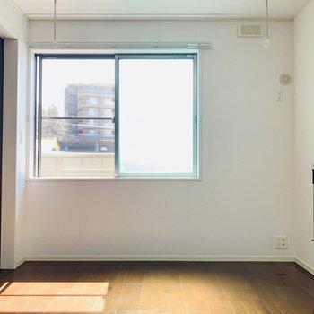 【洋6.2】こちらにも窓がついているのでお部屋が明るい。