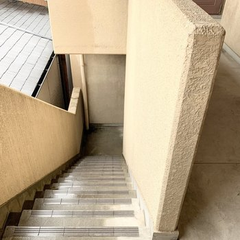 2階まで階段です
