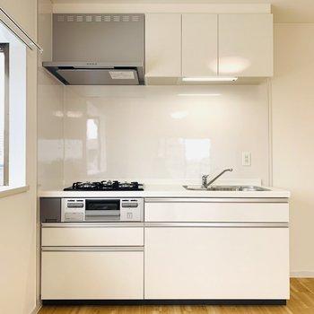 真っ白なシステムキッチン。