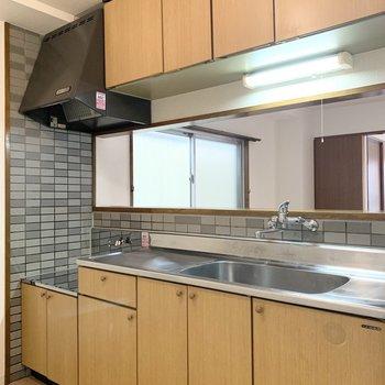 ちょっとレトロなキッチン。どう素敵な空間にしようかワクワクしますね◎