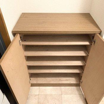 シューズボックスはロータイプ。上の空間を上手く使いたいですね。