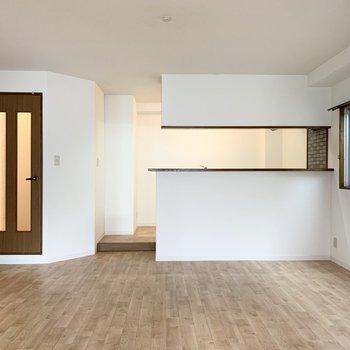 一段上がったキッチンが素敵なお部屋です。