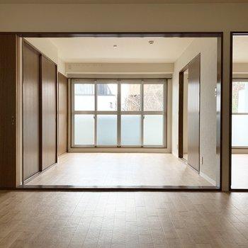 全部の室が繋がるオープンな造り。