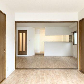 【洋6】LDKと大きく繋がるこちらは6帖の洋室。
