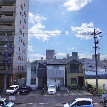 お部屋は2階ですが眺望の抜けは良し。晴れれば青空を楽しめます。