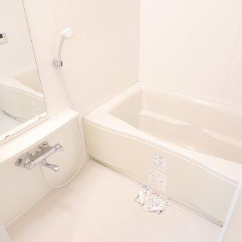 お風呂は追い焚き付きで、時間を気にせず浸かっていられそうだな〜◎