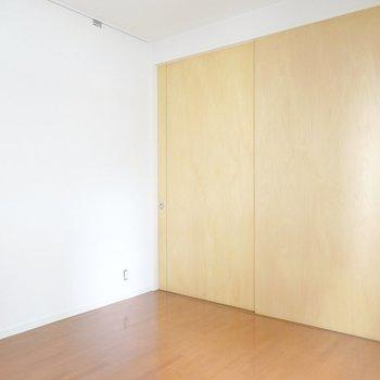 洋室とのドアを閉めれば、より一層集中できそうな雰囲気に!