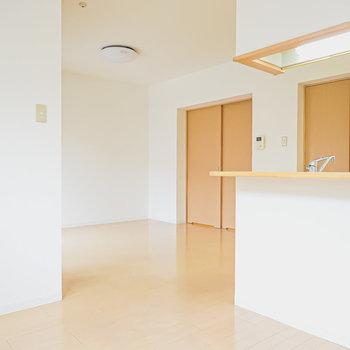 個室として区切らない方が開放感があって、お部屋の中でもスッキリ過ごせますね。