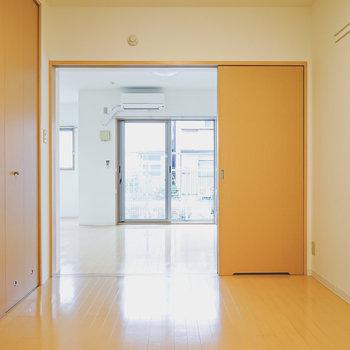 引き戸は開けてリビングとオープンにしておいても様になります。