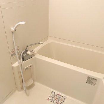 浴室はシンプルですが、浴室乾燥機付が嬉しい◎