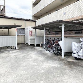 自転車置場は2棟でスペースたっぷり◎
