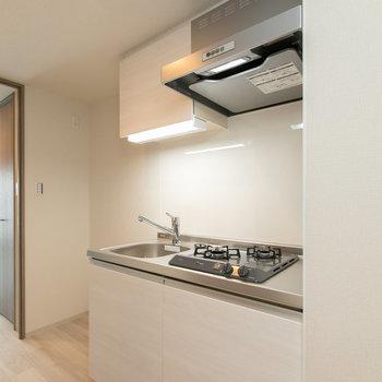 冷蔵庫がすっぽり収まる設計です。
