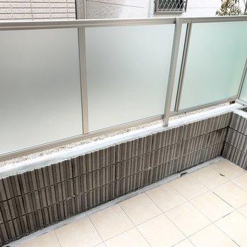 掃き出し窓の外にはテラスが。