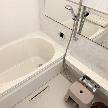 お風呂には追焚き・浴室乾燥機付。