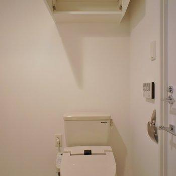 上の収納が嬉しい~※写真は同タイプの別室。