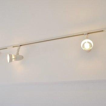 ちょっとお洒落に仕上げた照明※写真は同タイプの別室。